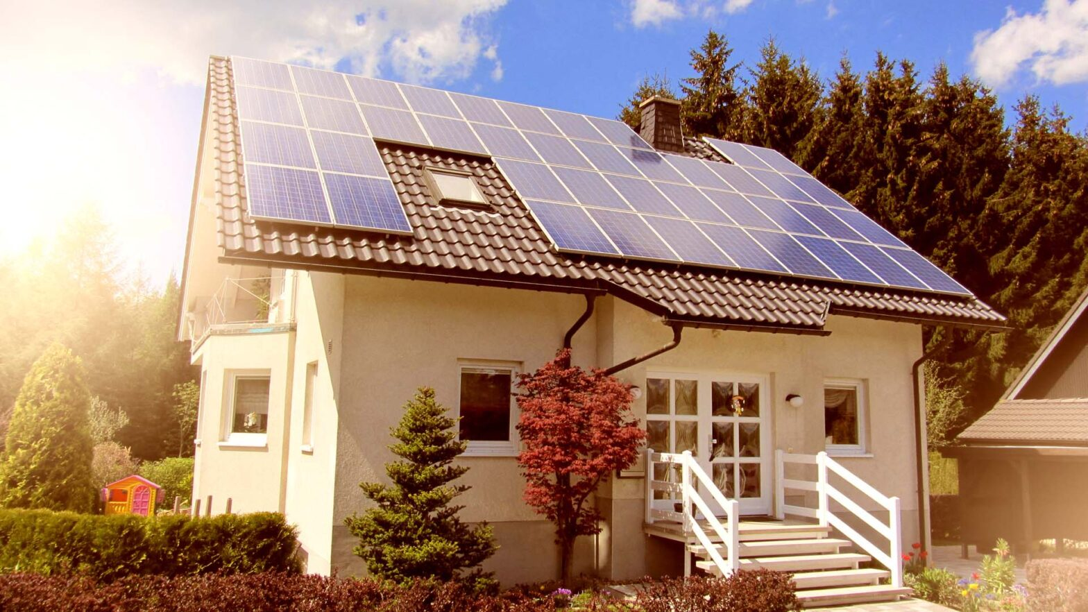 Installing a solar rooftop panel